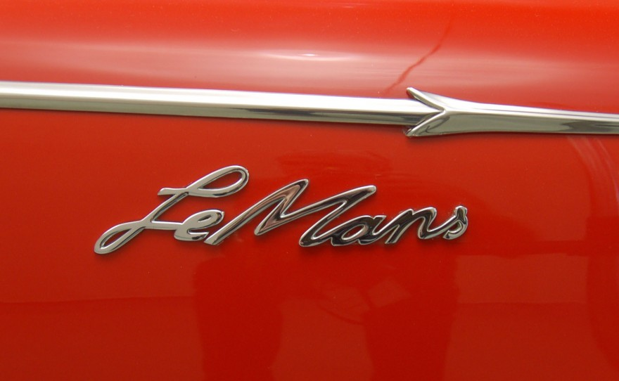 1962 Sunbeam Alpine Harrington LeMans coupe emblem.