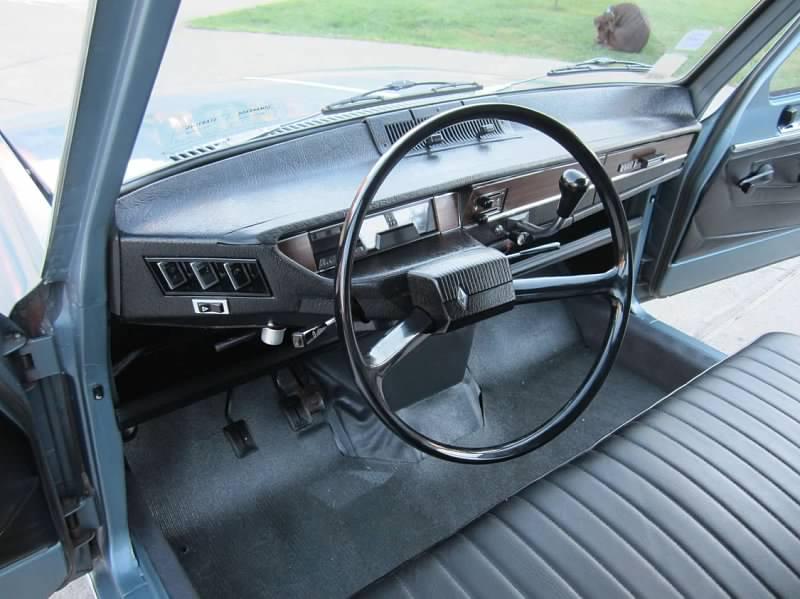 1969 Renault 6 interior